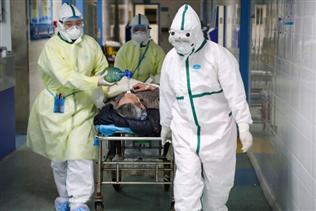 """Chuyên gia: Y bác sĩ Trung Quốc """"trả giá quá đắt"""" trong cuộc chiến corona"""